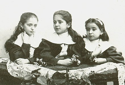 Franz Kafka's sisters, from the left Valli, Elli, Ottla Kafka-sisters.jpg