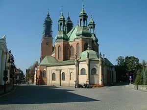 Poznań Cathedral - Image: Katedra od południa Poznań RB1