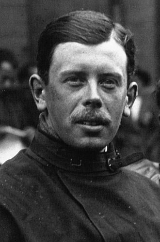 Kenelm Lee Guinness - Image: Kenelm Lee Guinness at the 1914 French Grand Prix (cropped)