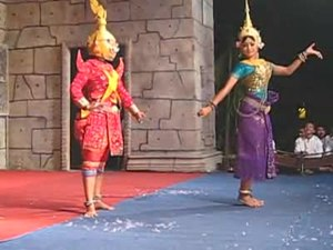 File:Khmer dance 1.ogv