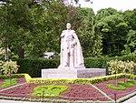 King George VI statute in Niagara Falls.jpg