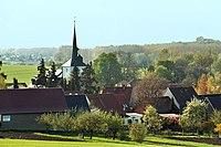 Kleinbrembach, Blick zur Dorfkirche.jpg
