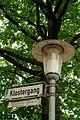 Klostergang, Hannover, Wächtergang an der Stadtmauer, nach dem 1637 hierher verlegten Rats- und Sodenkloster benannt, Straßenschild mit Legende und Laterne.jpg