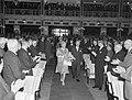Koningin Juliana aanwezig bij vijftig jarig bestaan Vereniging van Nederlandse G, Bestanddeelnr 914-0005.jpg