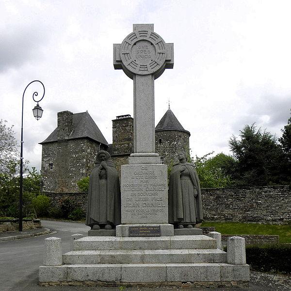 Calvaire du bourg de La Dorée (53).