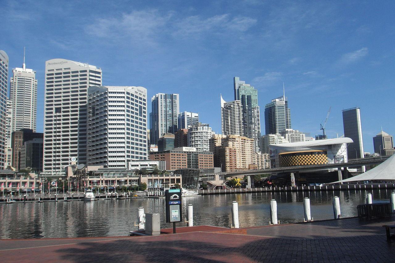 Fichier la ville de sydney vue du port jpg wikip dia for Piscine du port marchand