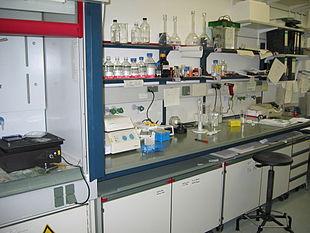 Banco Di Lavoro Per Laboratorio Chimico : Laboratorio chimico wikipedia