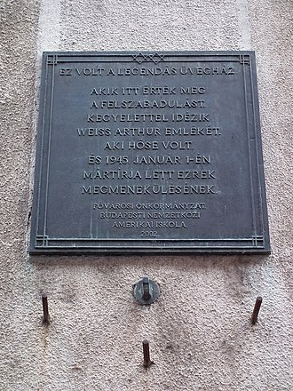 Glass House (Budapest) - Memorial plaque at the site of the Glass House