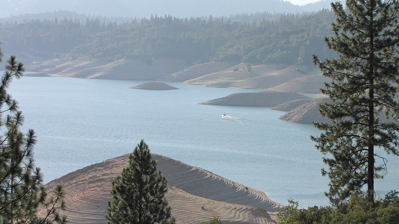 File lake oroville low wikimedia commons for Lake oroville fishing report