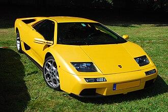 Mid-engine, four-wheel-drive layout - Image: Lamborghini Diablo