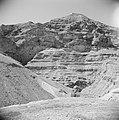 Landschap in de omgeving van Jericho. Op achtergrond de Wadi el Kelt met het St., Bestanddeelnr 255-5607.jpg
