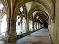 Laon (02), cathédrale Notre-Dame, cloître, galerie sud, vue vers l'est 2.jpg