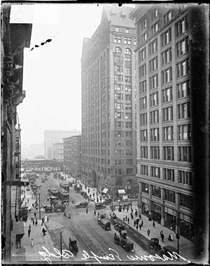 Masonic Temple (Chicago) - Image: Later Masonic Temple with new Marshall Field Building