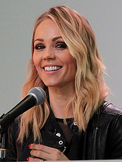 Laura Vandervoort - Space City 2016 - Smallville panel.jpg