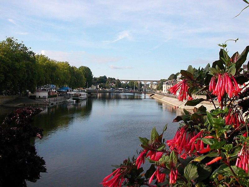 La Mayenne et le viaduc ferroviaire de Laval (Mayenne)