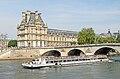 Le musée du Louvre et le Pont Royal - Paris mai 2014.jpg