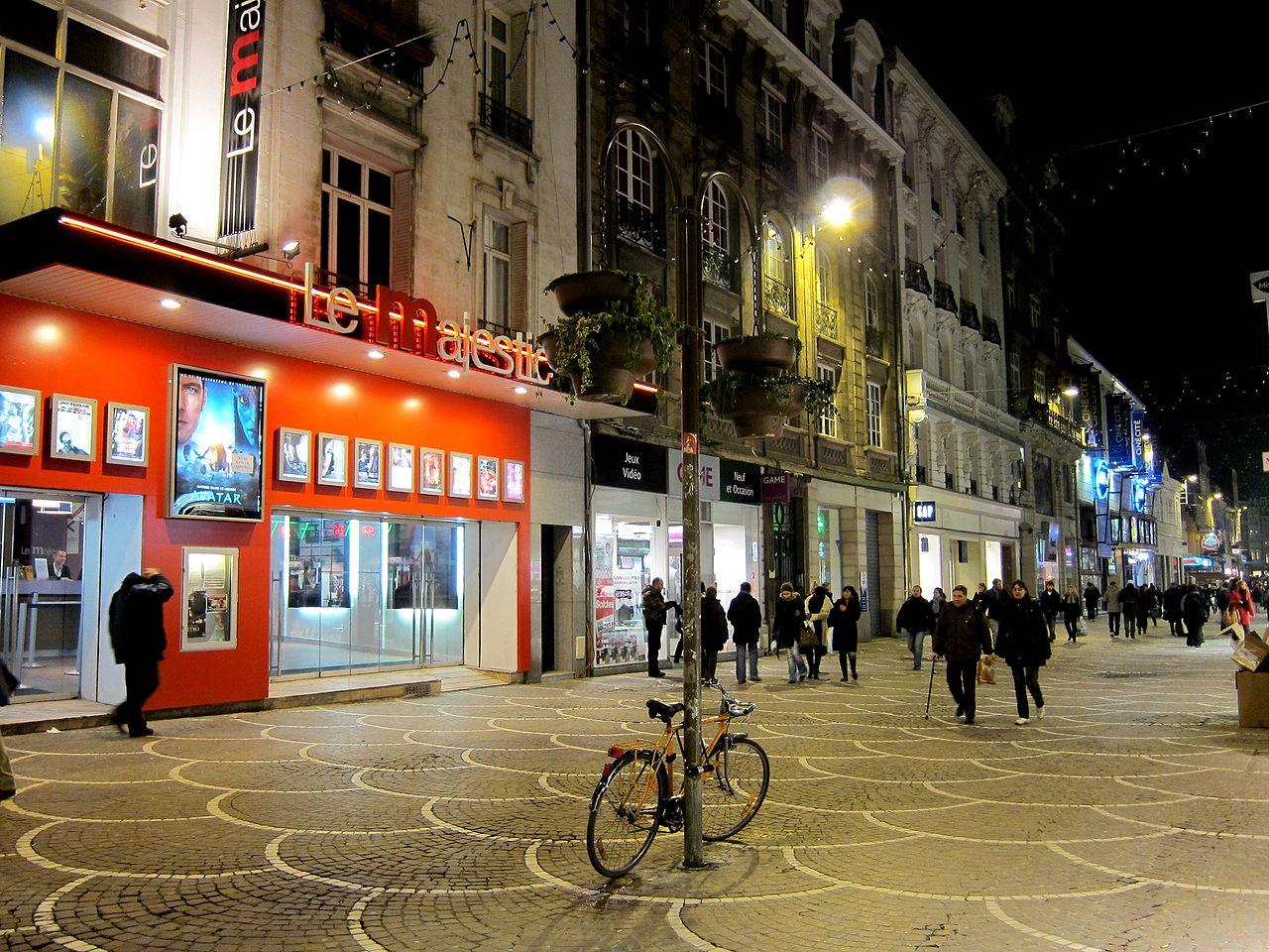 File:Lille rue de béthune.JPG - Wikimedia Commons