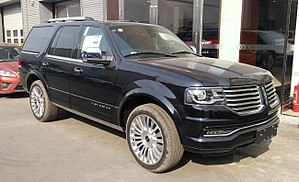 Lincoln Navigator III facelift 001 China 2017-03-24.jpg