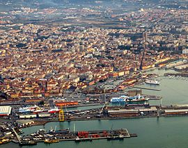 Livorno dall'aereo 1.   JPG