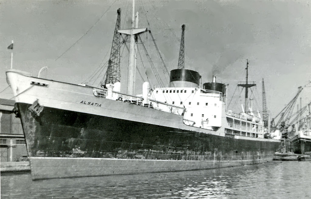 1024px-London_King_George_V_Dock_Cunard_