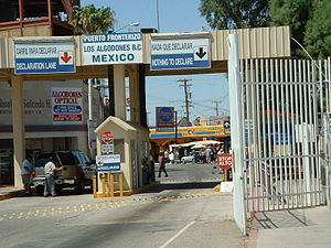 Border crossing into Los Algodones from Andrade, California