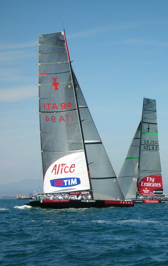 2007 Louis Vuitton Cup - Luna Rossa Challenge (left) and Emirates Team New Zealand (right) during the finals of the 2007 Louis Vuitton Cup (start of race 3)