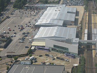 Luton Airport Parkway railway station - Aerial photo of the station with airport shuttle buses waiting in front