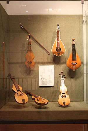 Cretan lyra