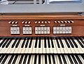 München-Harlaching, Klinikum Schuster-Orgel (Spieltisch) (10).jpg