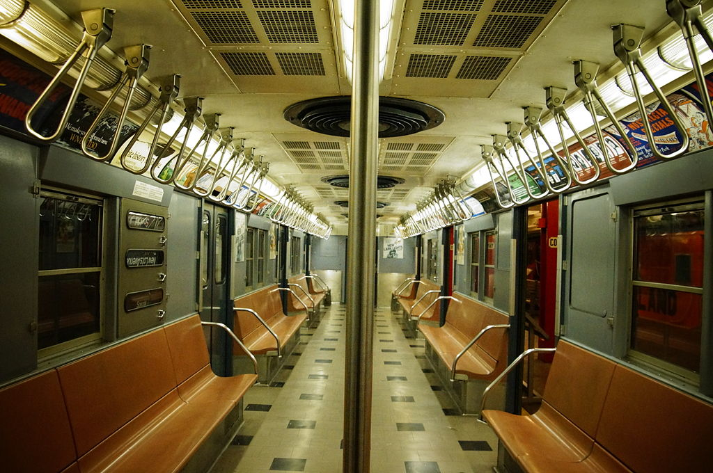 https://upload.wikimedia.org/wikipedia/commons/thumb/5/5f/MTA_NYC_Subway_R30_8506_interior.JPG/1024px-MTA_NYC_Subway_R30_8506_interior.JPG