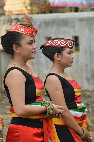 Ma'anyan people - Ma'anyan women at Keang Ethnic Festival.