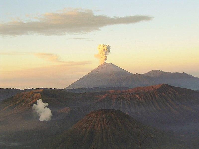 ไฟล์:Mahameru-volcano.jpeg