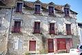 Maison avec enduit craquelé à Richelieu.jpg