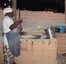 Preparazione della manioca in brasile