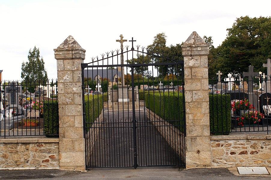 Entrée du cimetière de Marzan, rue du Général de Gaulle.