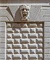 Mascherone e bugnato sull'esterno della Pinacoteca Tosio Martinengo a Brescia.jpg