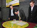 Mauricio Macri firmó un convenio para disminuir la cantidad de residuos en la Ciudad (7180387247).jpg