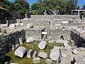 Mausoleo di alicarnasso, vasca rituale 02.JPG