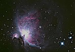Orionnebel, aufgenommen mit einem Amateurfernrohr, nachbearbeitet (Norden ist links)