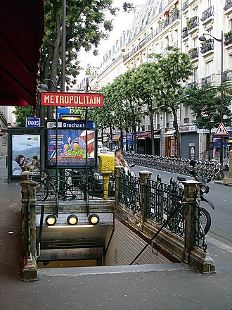 Brochant (Paris Métro) - Image: Metro de Paris Ligne 13 Brochant 01
