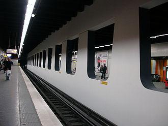 Les Halles (Paris Métro) - Image: Metro de Paris Ligne 4 Les Halles 01