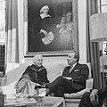Mevrouw Vijaya Lakshmi Pandit en minister president Cals in gesprek, Bestanddeelnr 918-4412.jpg