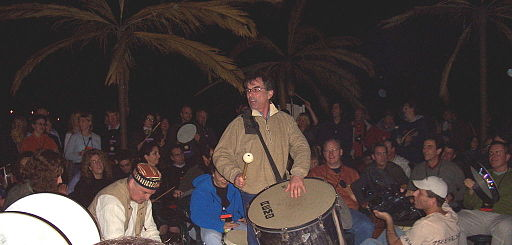 Mickey Hart leading a drum circle in February 2005 Mickey Hart leading a drum circle.jpg