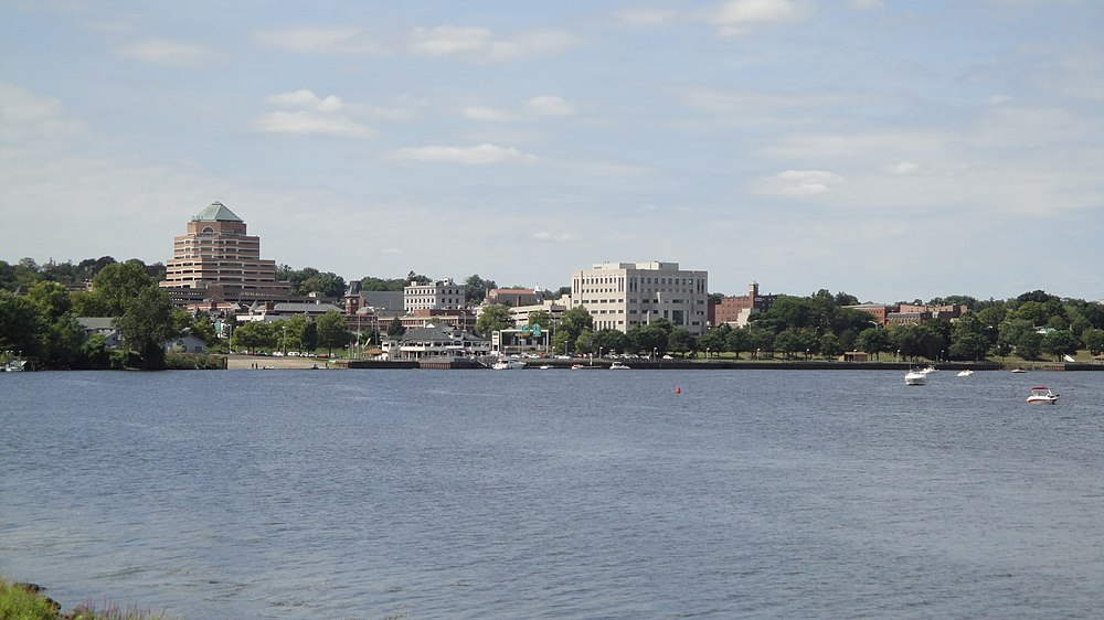 The population density of Middletown in Connecticut is 434.27 people per square kilometer (1124.83 / sq mi)