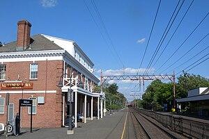 Millburn station - Building at western platform