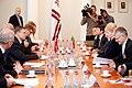 Ministru prezidents Valdis Dombrovskis tiekas ar Lietuvas prezidenti Daļu Grībauskaiti (7179996899).jpg