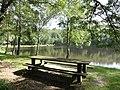 Mont-Saint-Jean (Sarthe) étang de pêche (01).jpg
