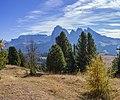 Mont de Sëuc cun Saslonch y leresc.jpg