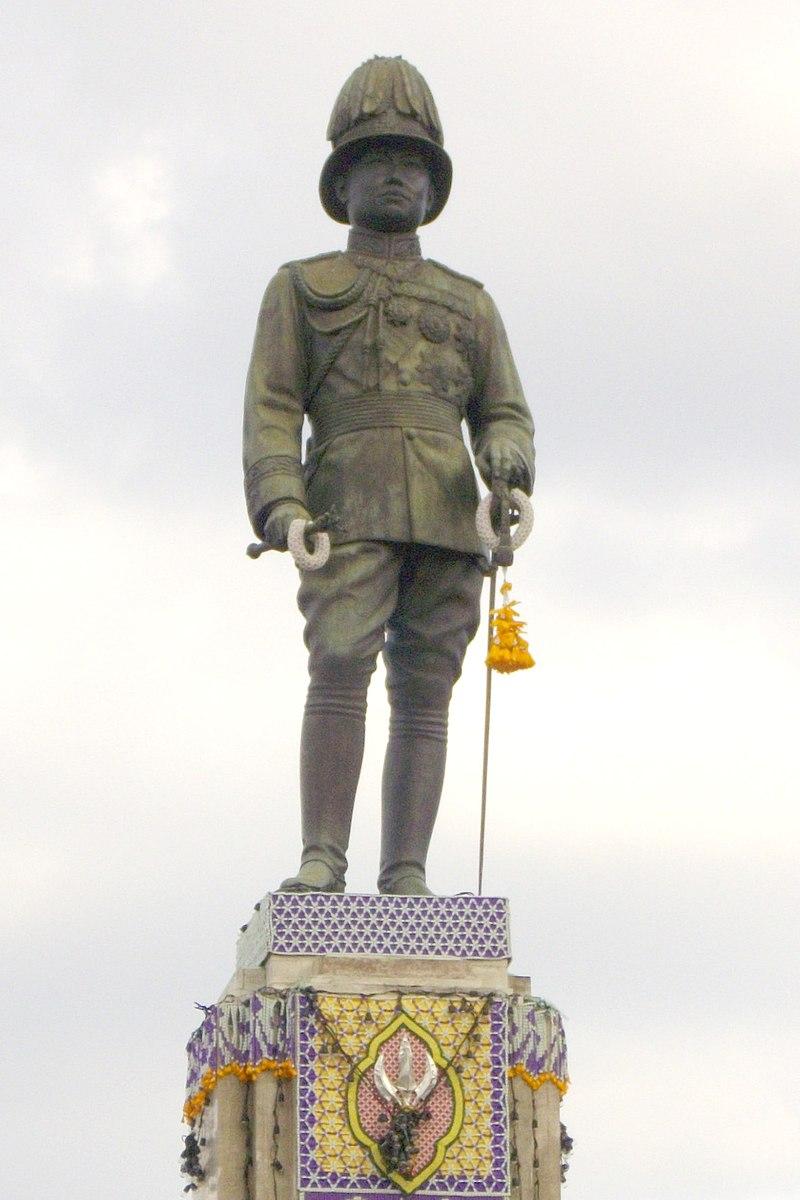 Monument of Rama VI at Lumphini Park (2).jpg
