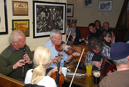 Traditional music sessions are commonplace in public houses throughout Ireland Musiciens pub Gus O'Connor-Doolin.JPG